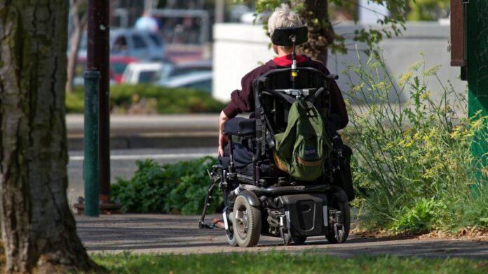 Invalidski voziček na elektromotorni pogon